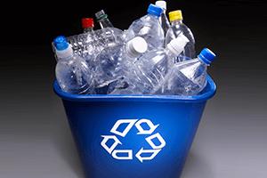 Мусор из пластика для вторичного использования
