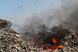 Пожар на мусорном полигоне в Пашино